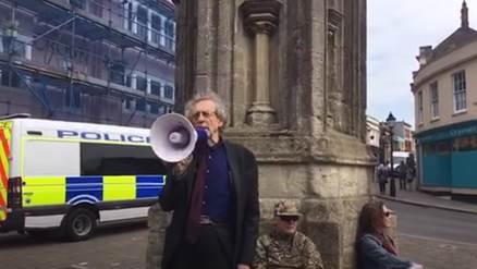 Piers Corbyn addressing the crowd in Glastonbury.